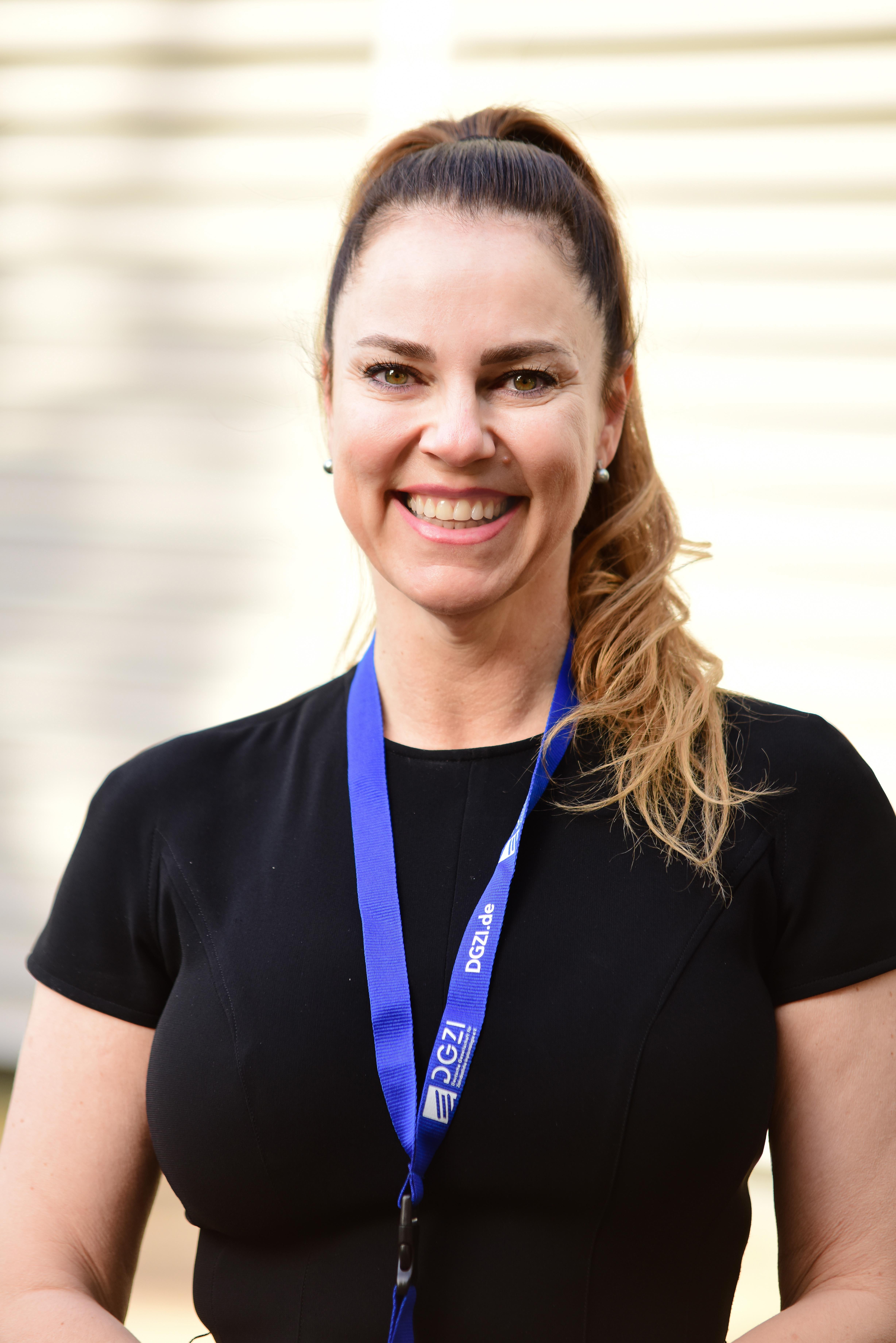 Dr. Arzu Tuna